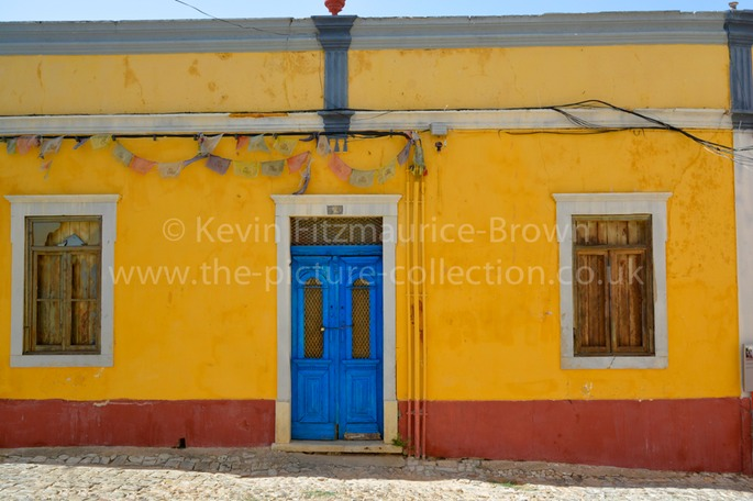 LOULE COLOURFUL HOUSE