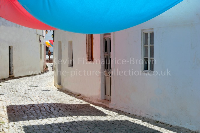 LOULE COUPLE WALK UNDER SHADE BLANKETS