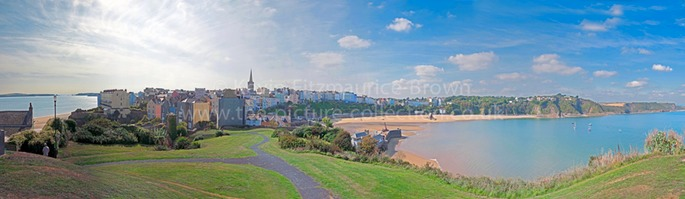 TENBY SEAFRONT COLOURFUL SUMMER BEACH AND TOURISTS
